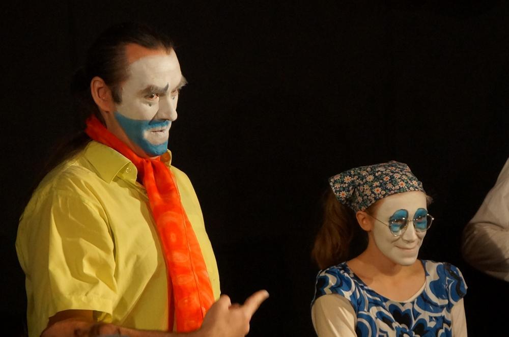 Обсуждение фильма и клоунский «Дурлеск».